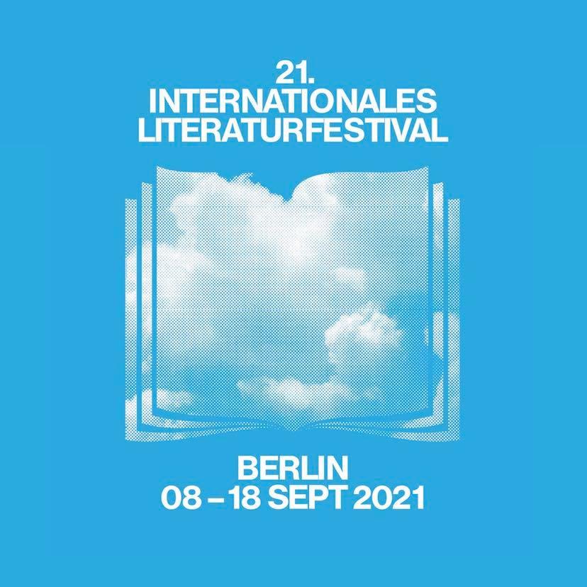 ein blaues Quadrat, oben steht 21. internationales literaturfestival geschrieben, darunter sind Wolken in Form eines Buches abgebuldet, darunter steht Berlin 08-18 September 2021